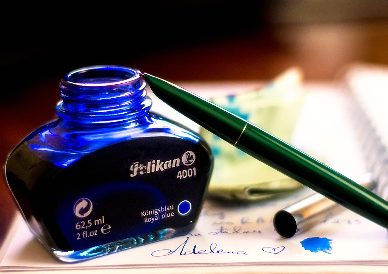Tu mai scrii cu stiloul?